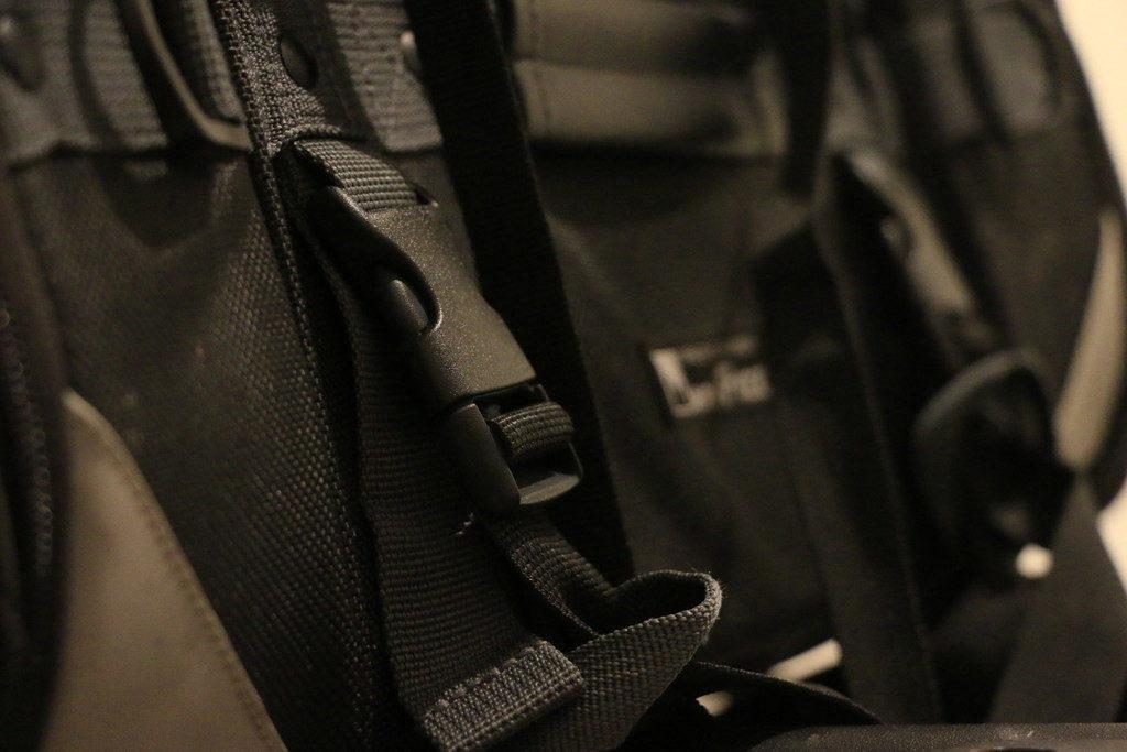 キャンピングシートバッグ固定ベルト