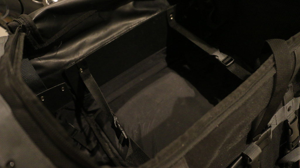 キャンピングシートバッグ2荷崩れ防止ベルト